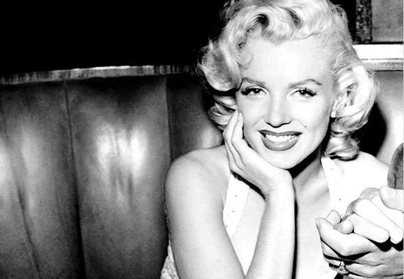 Incredibilmente bella, giovane donna estremamente fotogenica